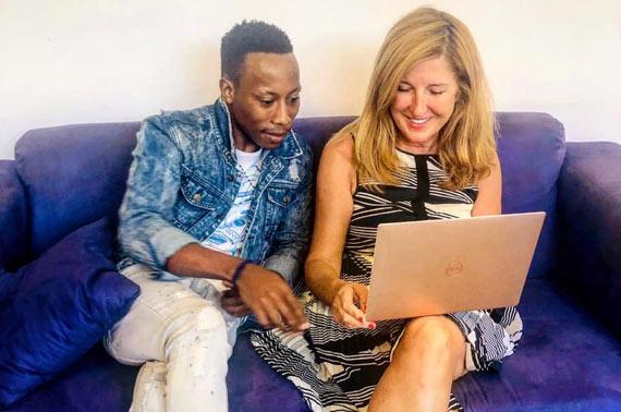 Nelly Kostadinova mit Lingua-World-Mitarbeiter